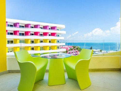 bash-tower-ocean-view-room-balcony-thumb